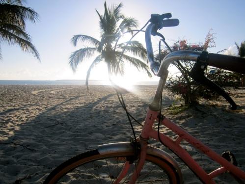 Morgentur i soloppgang på knirkande sykkel
